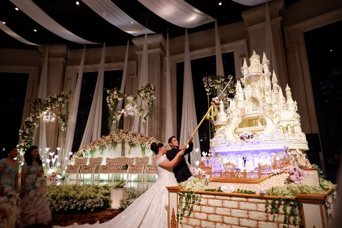 Castle waterfall Wedding cake for Benaya & Elizabeth by RR CAKES - 002