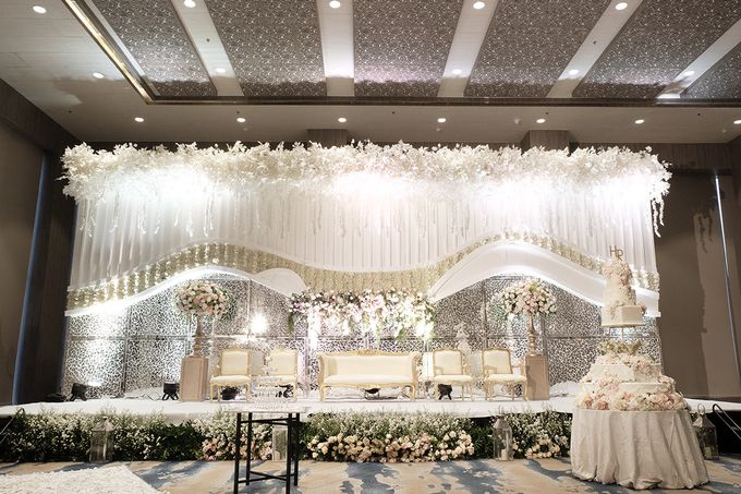 Herry Rika Wedding by The Swan Decoration - 001