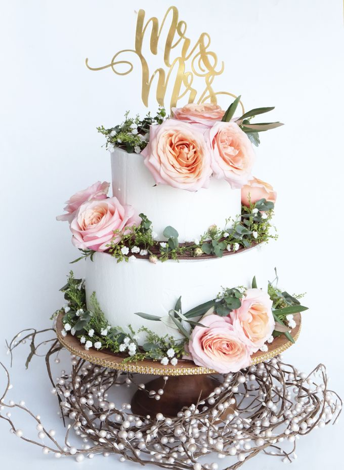Forest Rustic Themed Two Tiered Cake by KAIA Cakes & Co. - 001