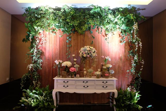 The Wedding of Melissa & Ossy by The Swan Decoration - 001