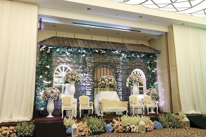 The Wedding of Melissa & Ossy by The Swan Decoration - 005