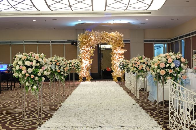 The Wedding of Melissa & Ossy by The Swan Decoration - 006
