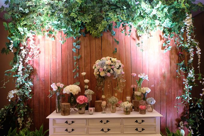 The Wedding of Melissa & Ossy by The Swan Decoration - 020