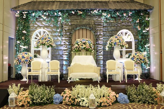The Wedding of Melissa & Ossy by The Swan Decoration - 022