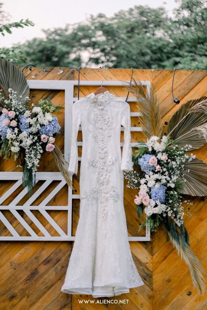 The Wedding Of Melly & Wisnu by alienco photography - 001