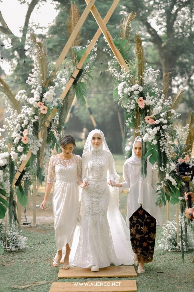 The Wedding Of Melly & Wisnu by alienco photography - 006