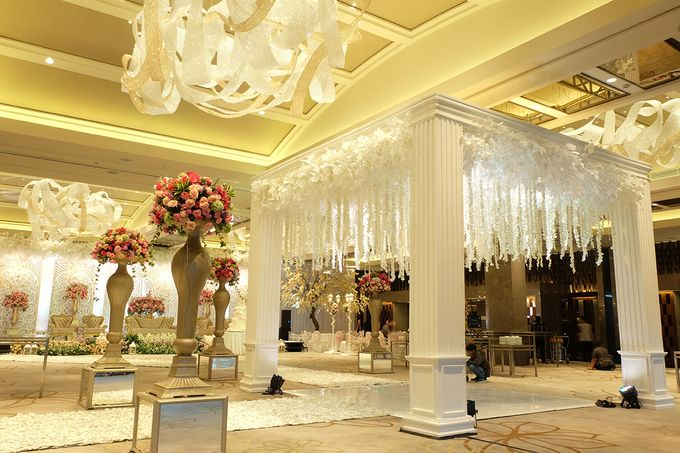 The Wedding of Aditya Riana - Ayana Midplaza Jakarta by The Swan Decoration - 011