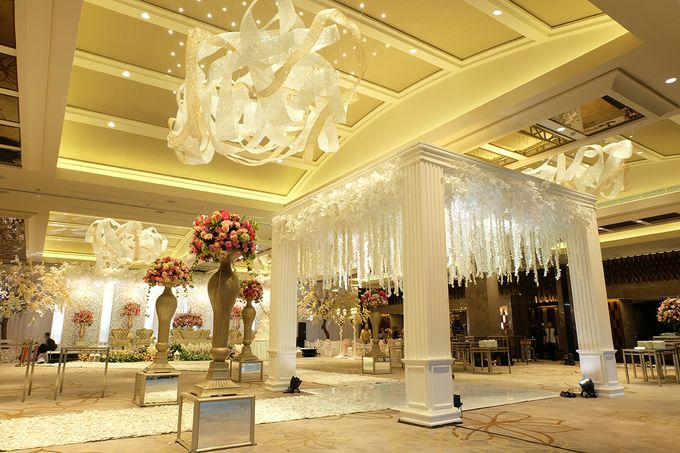 The Wedding of Aditya Riana - Ayana Midplaza Jakarta by The Swan Decoration - 012