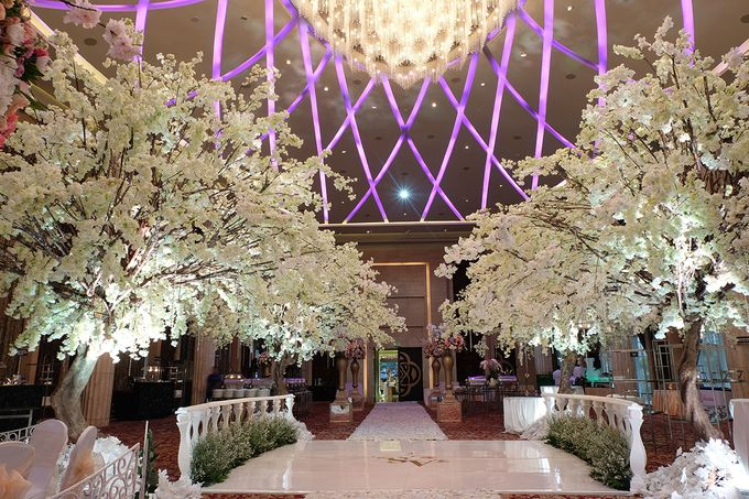 The Wedding of Adrian Silviany - Kempinski bali Room by The Swan Decoration - 017