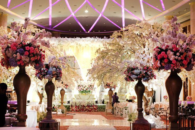 The Wedding of Adrian Silviany - Kempinski bali Room by The Swan Decoration - 009