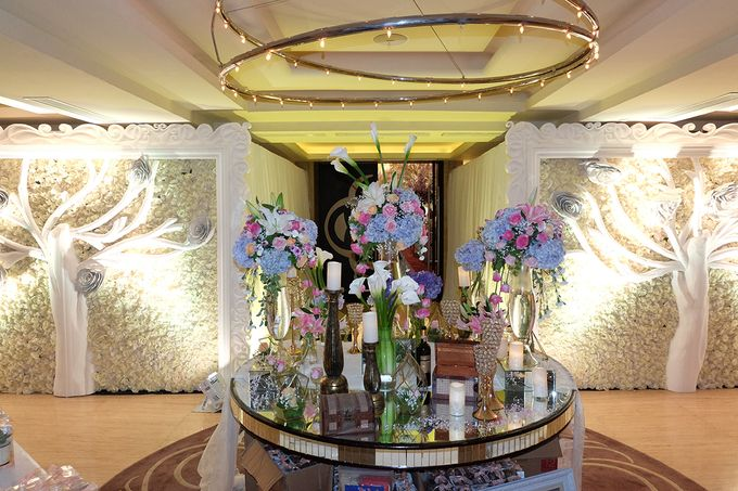The Wedding of Adrian Silviany - Kempinski bali Room by The Swan Decoration - 044