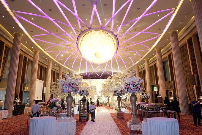 The Wedding of Adrian Silviany - Kempinski bali Room by The Swan Decoration - 038