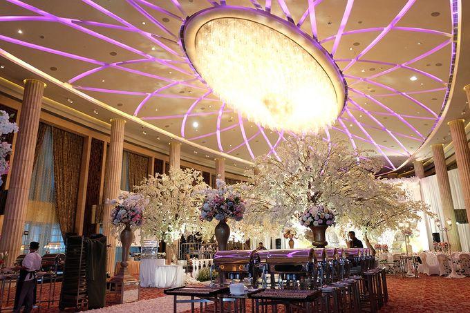 The Wedding of Adrian Silviany - Kempinski bali Room by The Swan Decoration - 028