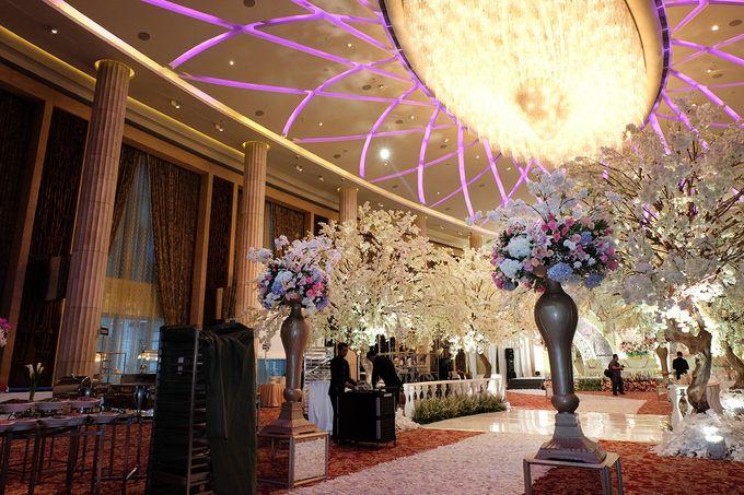 The Wedding of Adrian Silviany - Kempinski bali Room by The Swan Decoration - 025