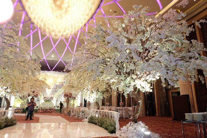 The Wedding of Adrian Silviany - Kempinski bali Room by The Swan Decoration - 020