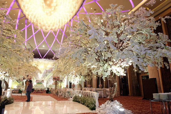 The Wedding of Adrian Silviany - Kempinski bali Room by The Swan Decoration - 018