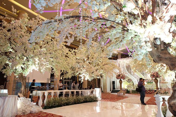 The Wedding of Adrian Silviany - Kempinski bali Room by The Swan Decoration - 047