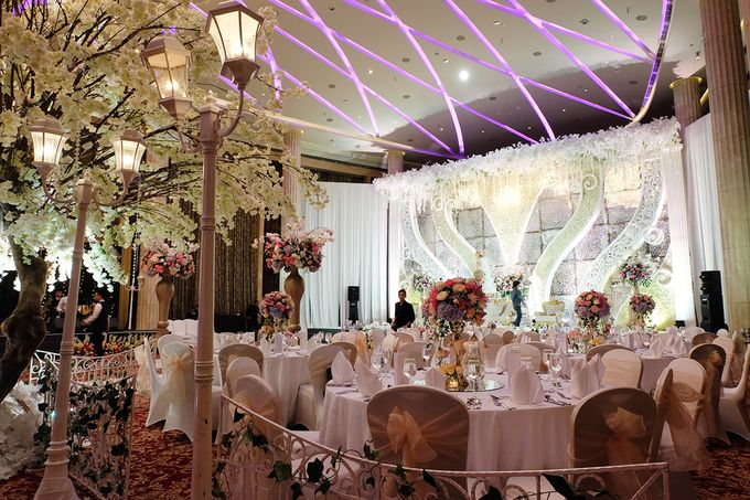 The Wedding of Adrian Silviany - Kempinski bali Room by The Swan Decoration - 026