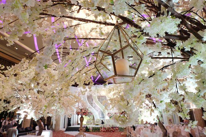 The Wedding of Adrian Silviany - Kempinski bali Room by The Swan Decoration - 034