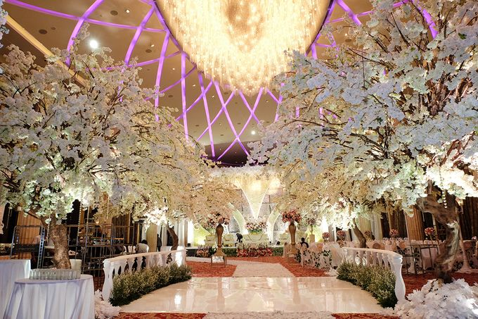 The Wedding of Adrian Silviany - Kempinski bali Room by The Swan Decoration - 006