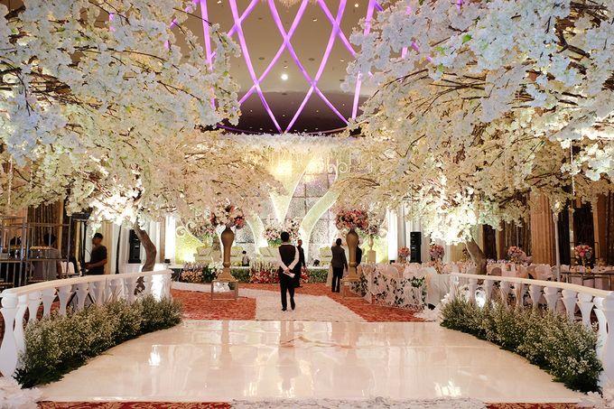 The Wedding of Adrian Silviany - Kempinski bali Room by The Swan Decoration - 012
