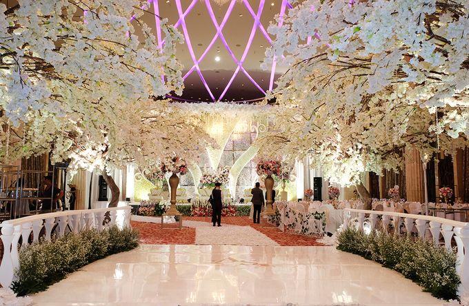 The Wedding of Adrian Silviany - Kempinski bali Room by The Swan Decoration - 013