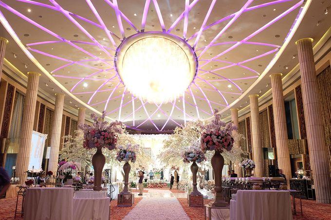 The Wedding of Adrian Silviany - Kempinski bali Room by The Swan Decoration - 039