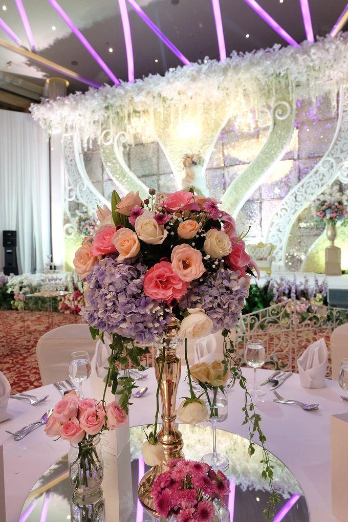 The Wedding of Adrian Silviany - Kempinski bali Room by The Swan Decoration - 004