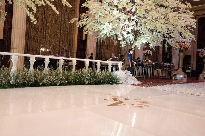 The Wedding of Adrian Silviany - Kempinski bali Room by The Swan Decoration - 048