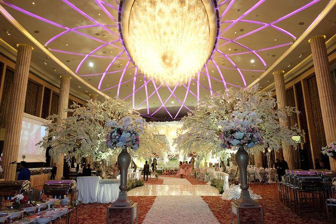 The Wedding of Adrian Silviany - Kempinski bali Room by The Swan Decoration - 027