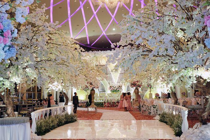 The Wedding of Adrian Silviany - Kempinski bali Room by The Swan Decoration - 011