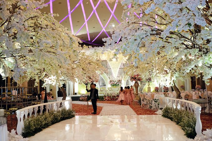 The Wedding of Adrian Silviany - Kempinski bali Room by The Swan Decoration - 010