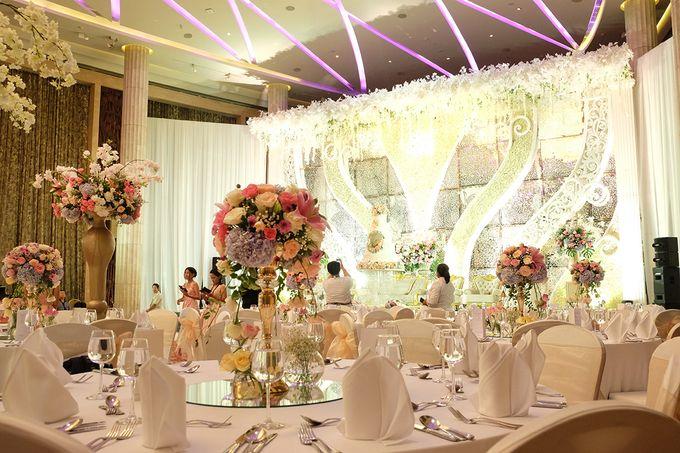 The Wedding of Adrian Silviany - Kempinski bali Room by The Swan Decoration - 040
