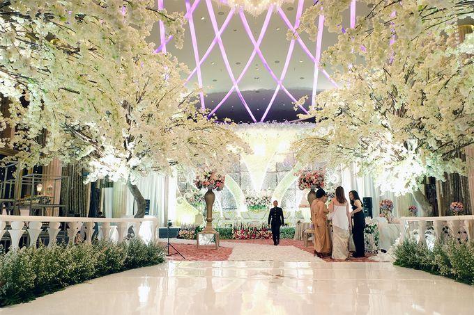 The Wedding of Adrian Silviany - Kempinski bali Room by The Swan Decoration - 021