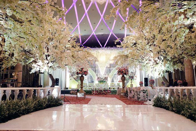 The Wedding of Adrian Silviany - Kempinski bali Room by The Swan Decoration - 015