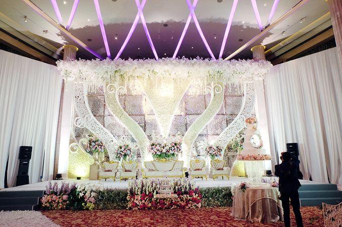 The Wedding of Adrian Silviany - Kempinski bali Room by The Swan Decoration - 032