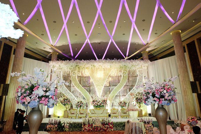 The Wedding of Adrian Silviany - Kempinski bali Room by The Swan Decoration - 031