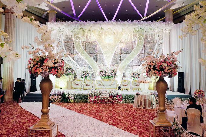 The Wedding of Adrian Silviany - Kempinski bali Room by The Swan Decoration - 014