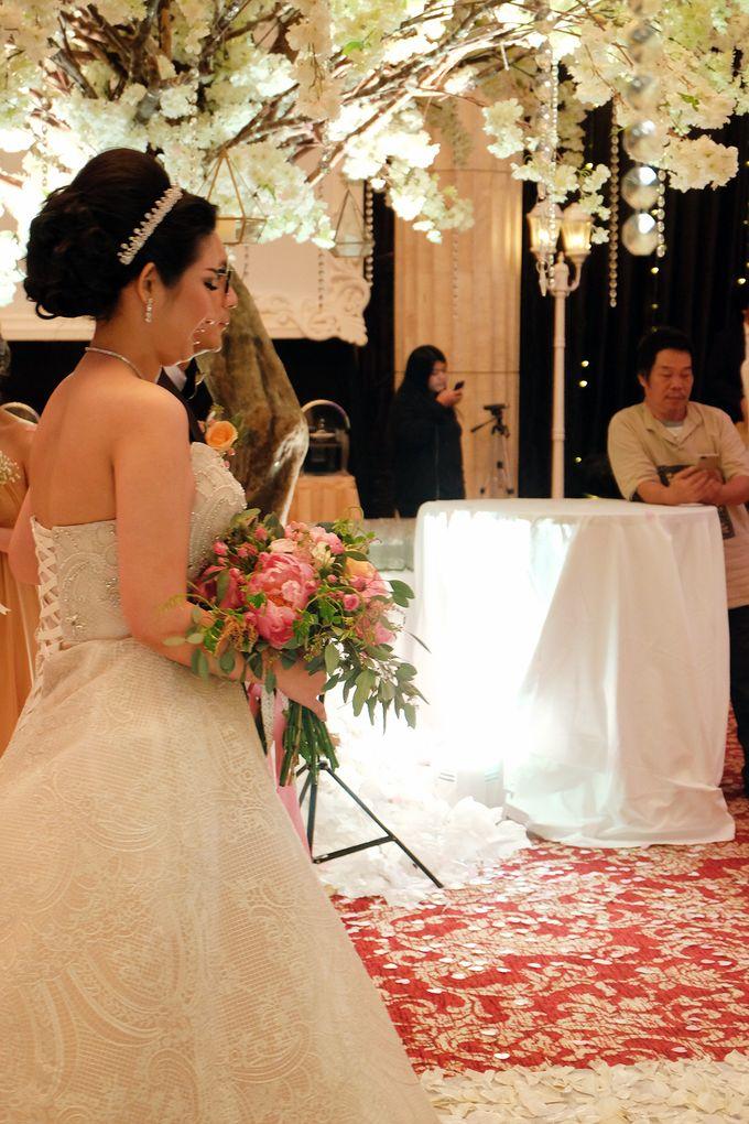 The Wedding of Adrian Silviany - Kempinski bali Room by The Swan Decoration - 001