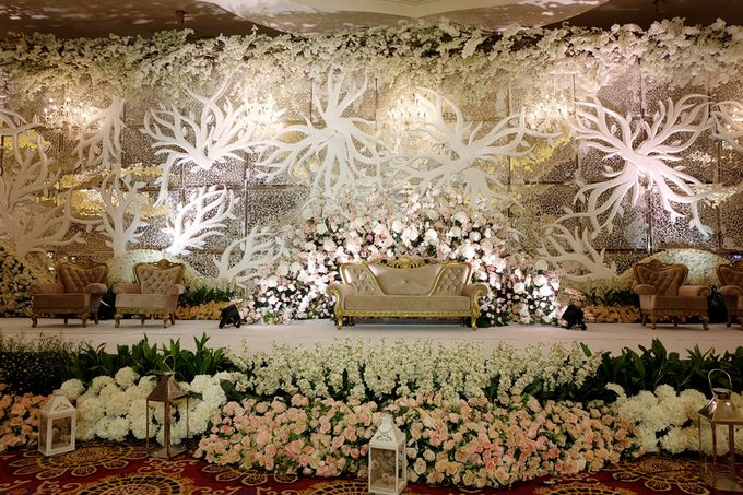 The Wedding of Ivan & Riri by The Swan Decoration - 011