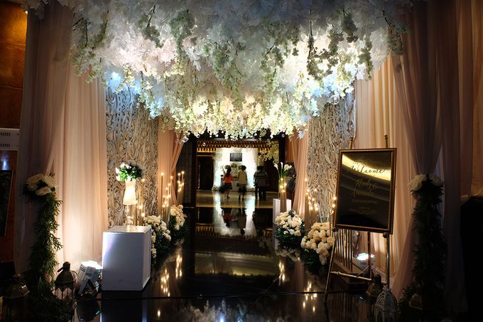 The Wedding of Rendy & Amanda by The Swan Decoration - 002