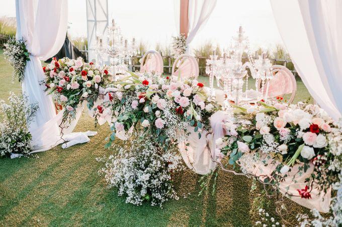 Elegant Wedding by Bali Izatta Wedding Planner & Wedding Florist Decorator - 006