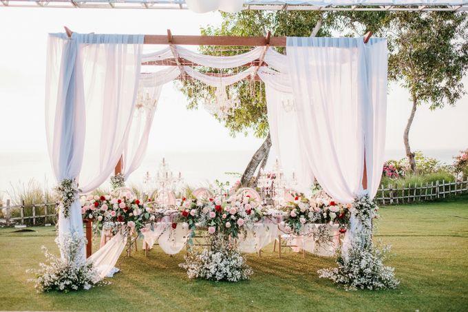 Elegant Wedding by Bali Izatta Wedding Planner & Wedding Florist Decorator - 008