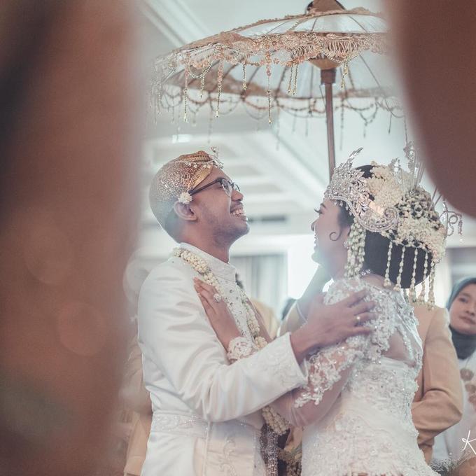 Acara Pernikahan Tiara & Irwindya  by D'soewarna Wedding Planning - 018