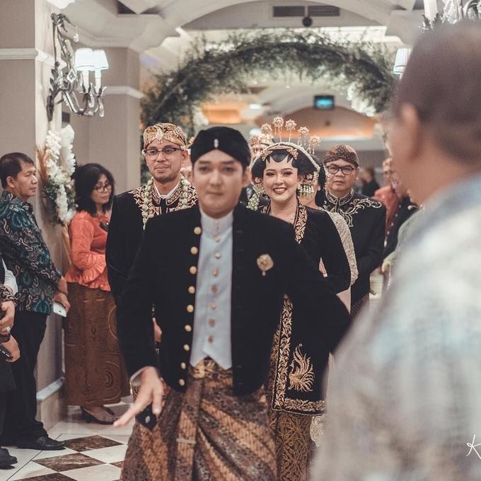 Acara Pernikahan Tiara & Irwindya  by D'soewarna Wedding Planning - 022