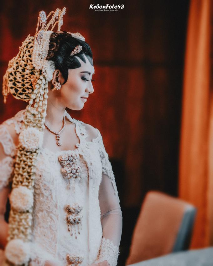Acara Akad Nikah Eristia Putri & Dendy Iswara by D'soewarna Wedding Planning - 008
