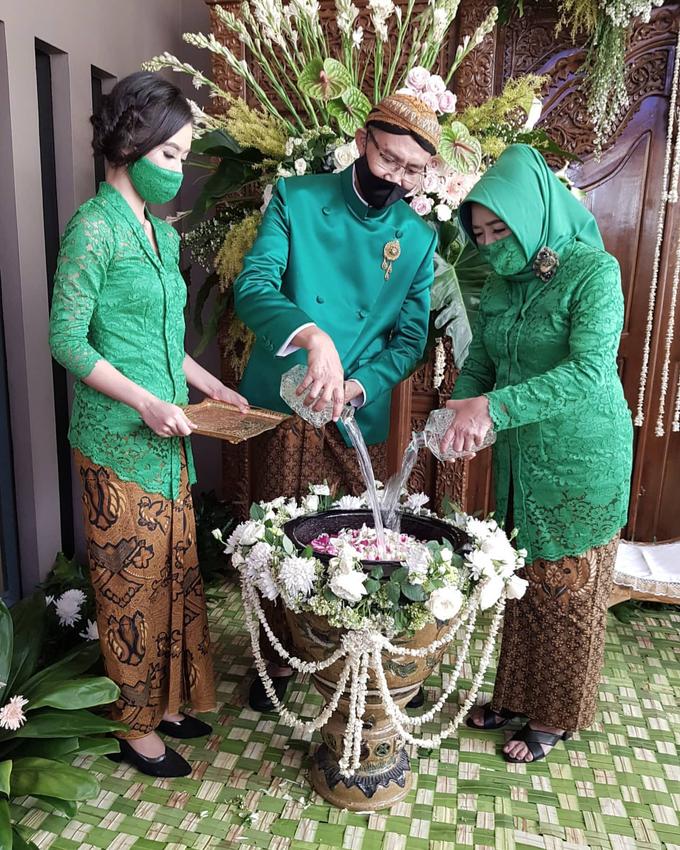 Acara Akad Nikah Eristia Putri & Dendy Iswara by D'soewarna Wedding Planning - 013