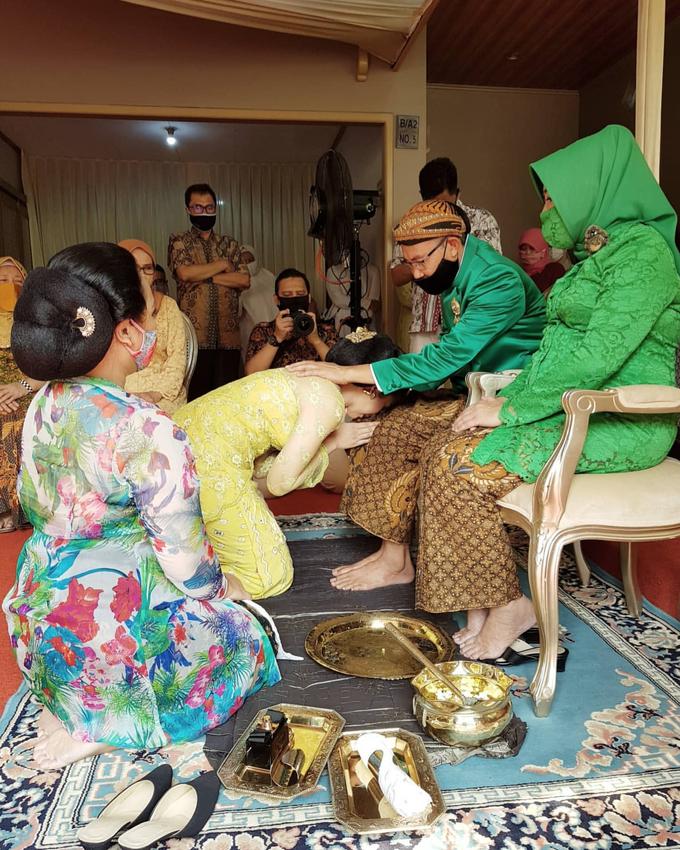 Acara Akad Nikah Eristia Putri & Dendy Iswara by D'soewarna Wedding Planning - 014