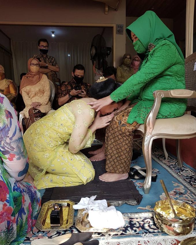Acara Akad Nikah Eristia Putri & Dendy Iswara by D'soewarna Wedding Planning - 015