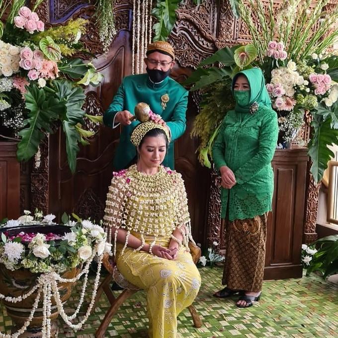 Acara Akad Nikah Eristia Putri & Dendy Iswara by D'soewarna Wedding Planning - 017
